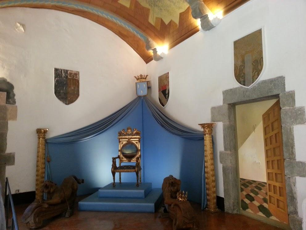 L'artiste Dali s'était aménagé un trône