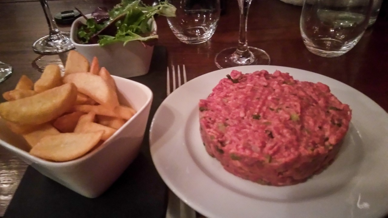 Un steak tartare à l'A.O.C à Paris
