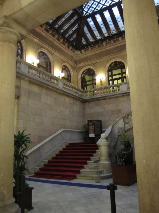 L'escalier du Parlement de Catalogne