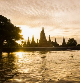 sur la rivière à Ayutthaya