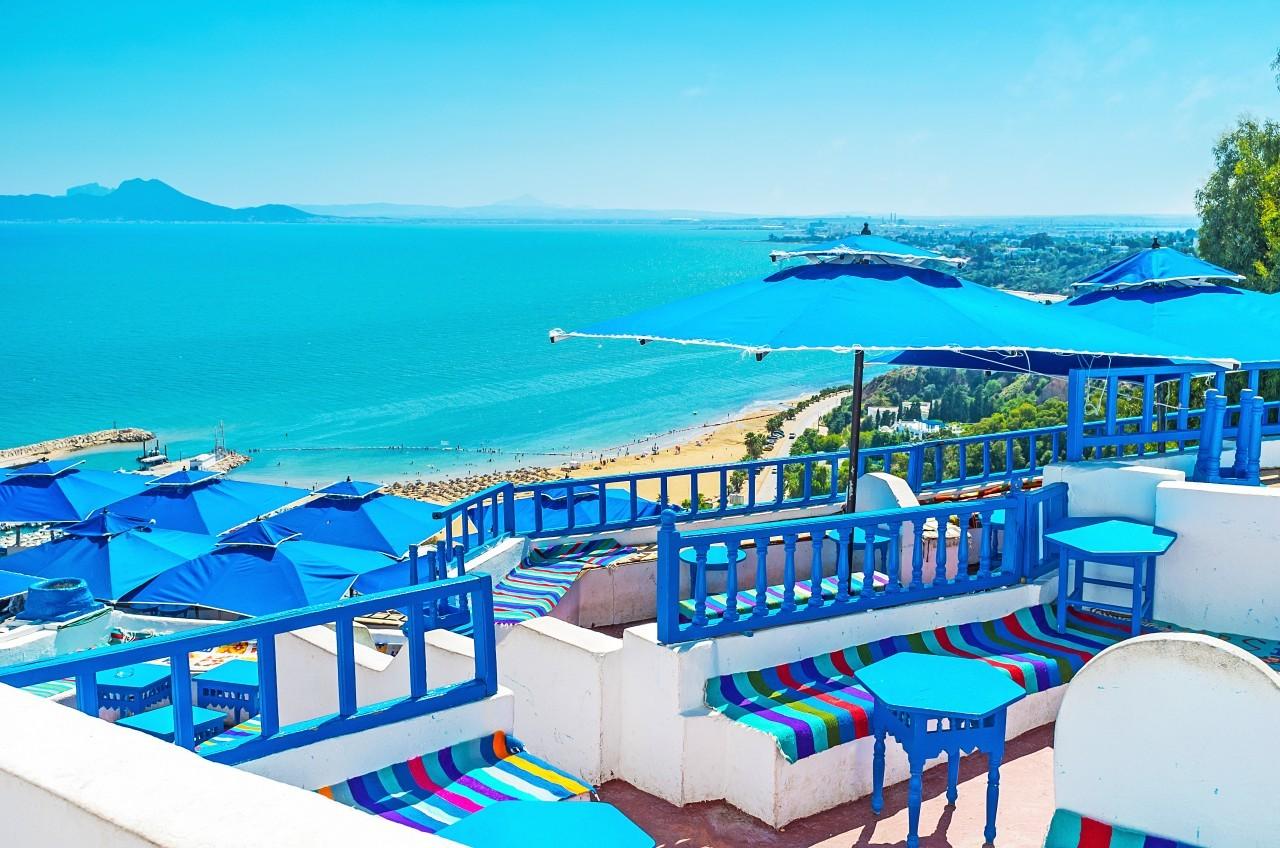 Les hôtels de luxe ont pignon sur rue en Tunisie près des plages de sable blanc