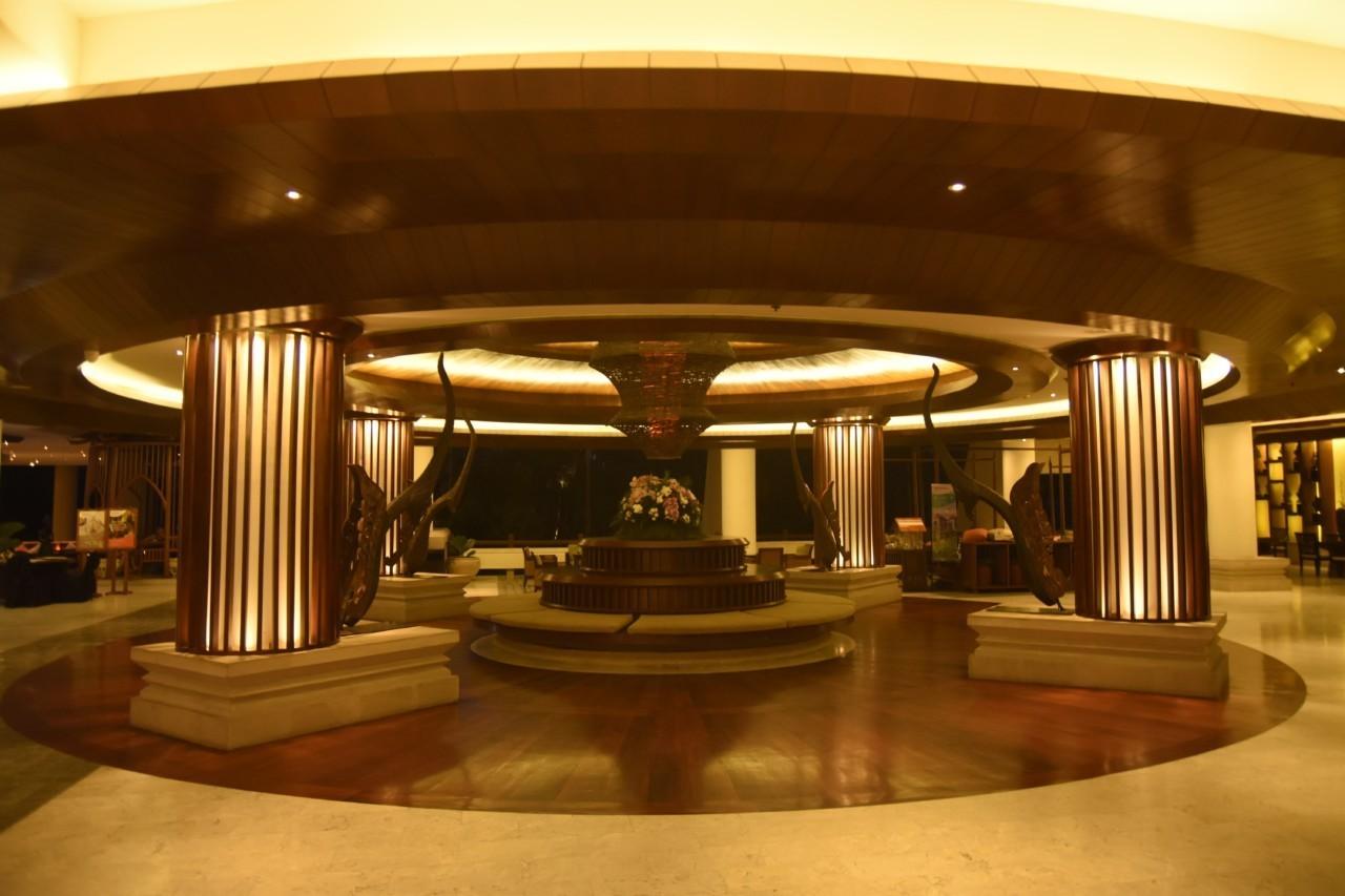 lobby Movenpick Phuket