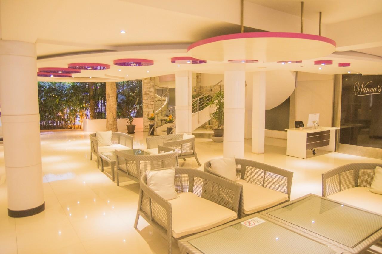 Dans le lobby du L Resort à Krabi