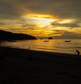 Enfin le paradis sur une plage à Phuket en Thaïlande