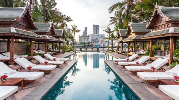 La piscine du Péninsula à Bangkok