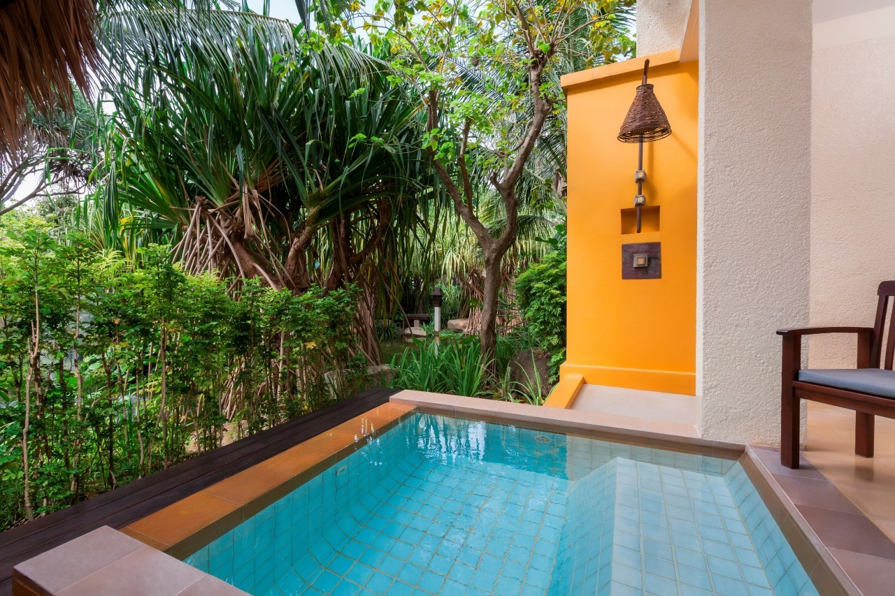 Dans notre piscine privée du Mövenpick Resort & Spa à Karon Beach à Phuket