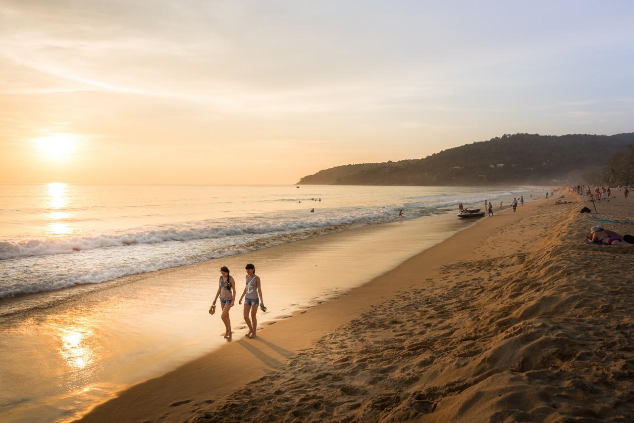 La plage Karon Mövenpick Resort & Spa à Karon Beach à Phuket