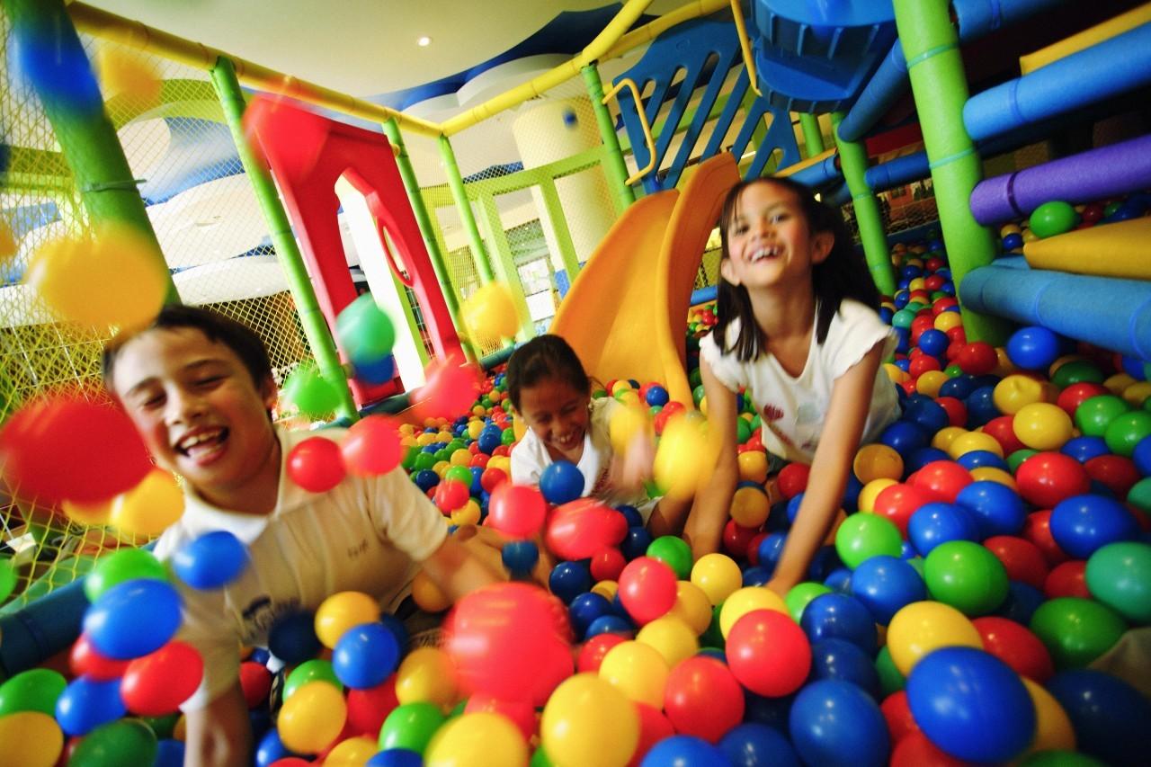 La play zone pour les enfants au Mövenpick Resort & Spa à Karon Beach à Phuket