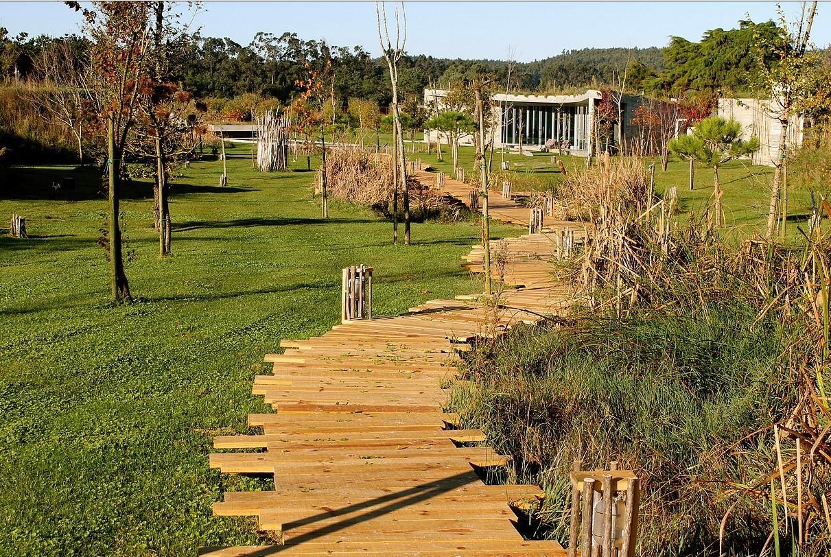 Le parc de l'hôtel Rio do Prado au Portugal