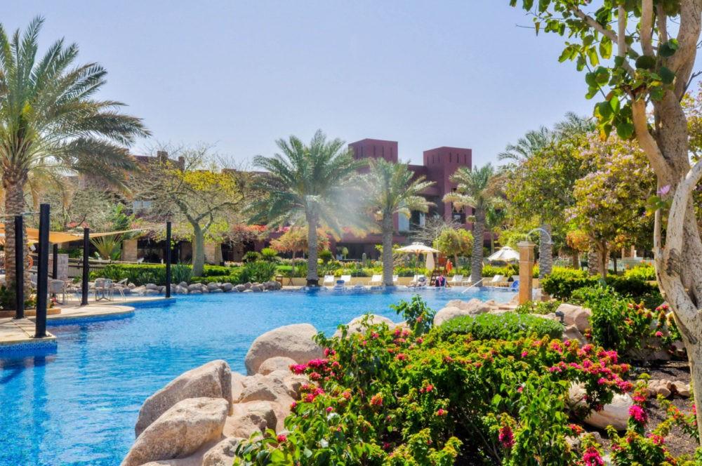 Les belles piscines du Tala Bay hôtelen Jordanie