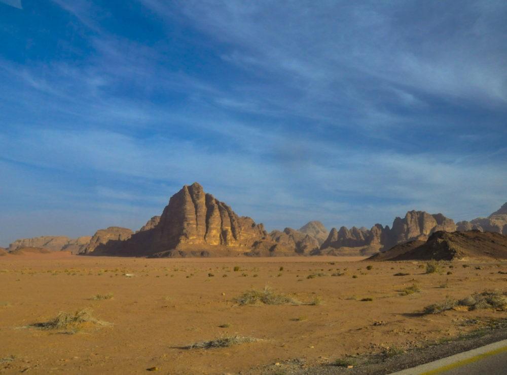Sur la route vers Aqaba pour un voyage en Jordanie