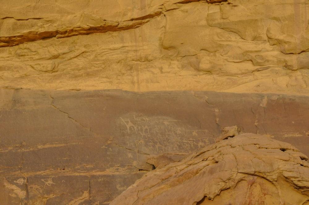 Des dessins bédouins dans le Wadi-Run en Jordanie
