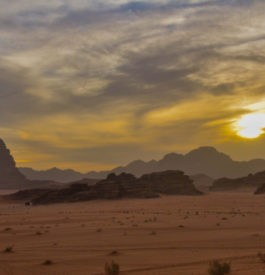 Découvrir un coucher de soleil dans le Wadi-Run en Jordanie