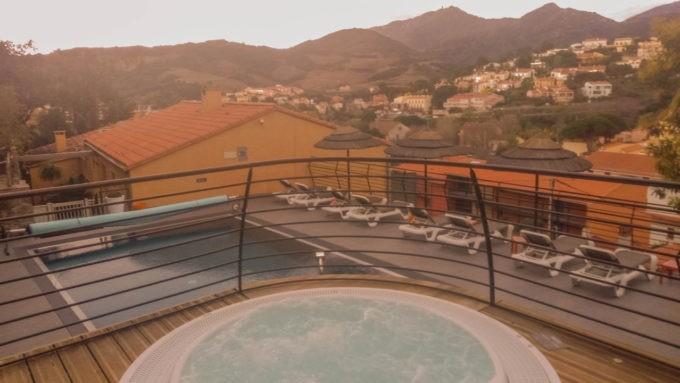 A l'hôtel Madeloc, depuis la piscine chauffée et le bain à remous
