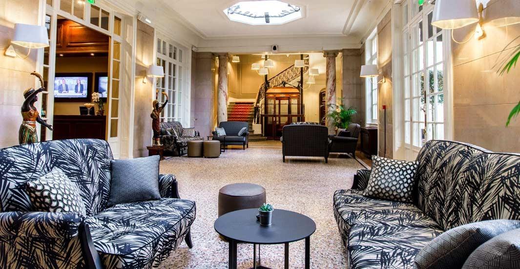 Dans le lobby de l'hôtel Océania à Montpellier