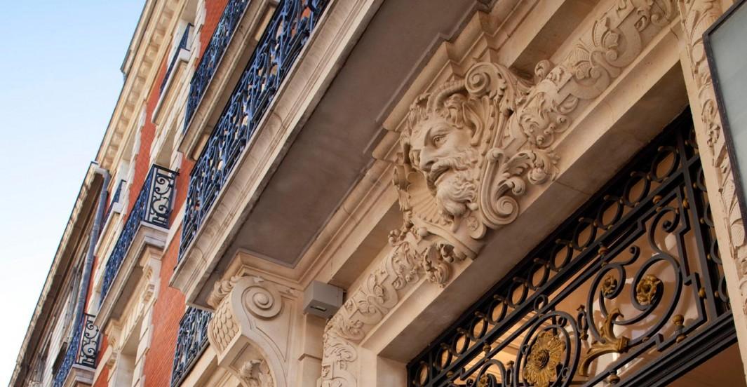 Moulures de la façade de l'hôtel Océania à Montpellier