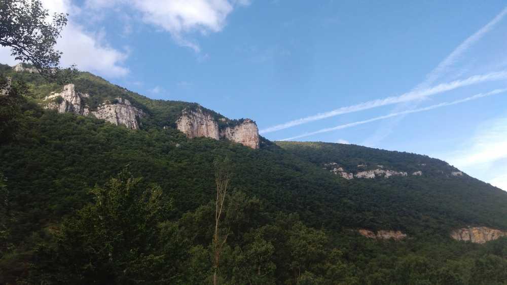 La vue depuis ce gite unique luxe en Aveyron sur les Gorges du Tarn
