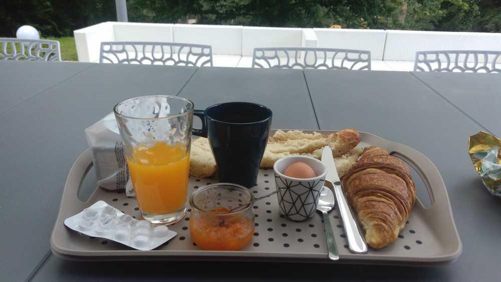 Prendre son petit déjeuner sur la terrasse du Dandélion
