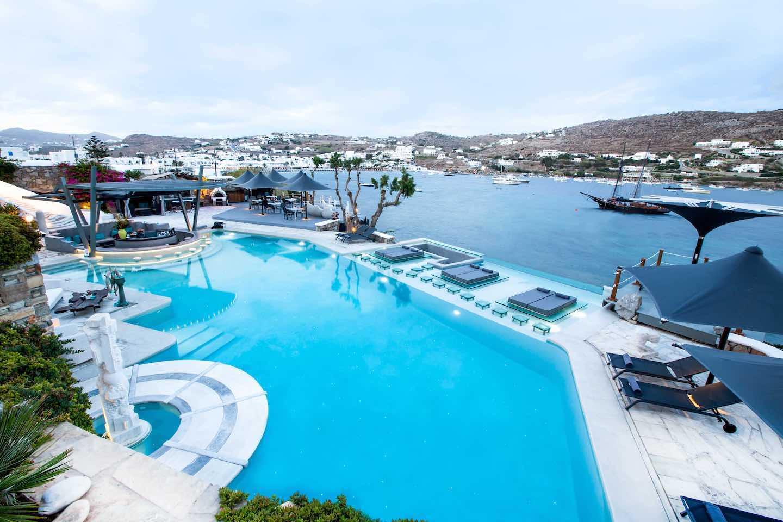Espace piscine au Myvotos à Mykonos