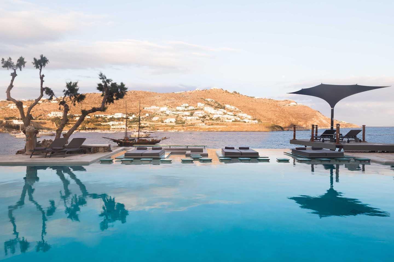 La vue depuis la piscine du Myvotos à Mykonos