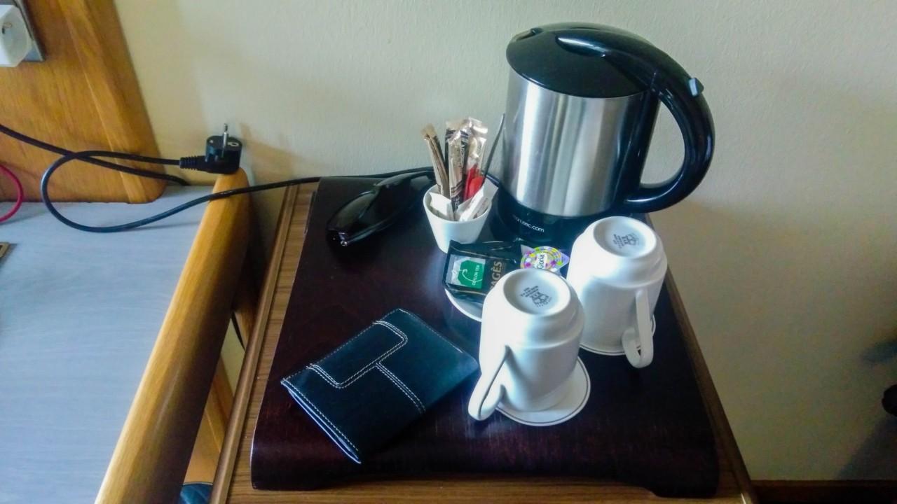 Pause café dans la chambre du relais de l'Aubrac-
