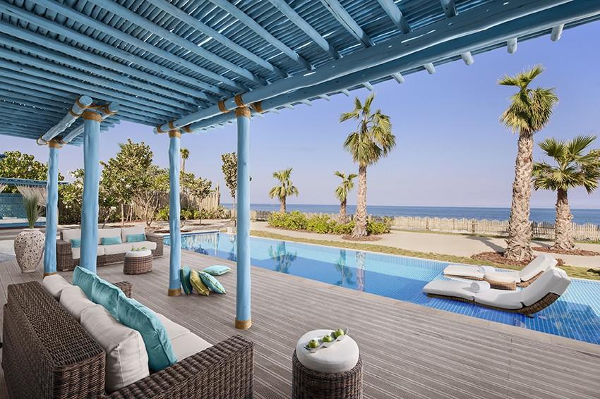 Terrasse avec vue sur la plage de l'Anantara à Banana Island