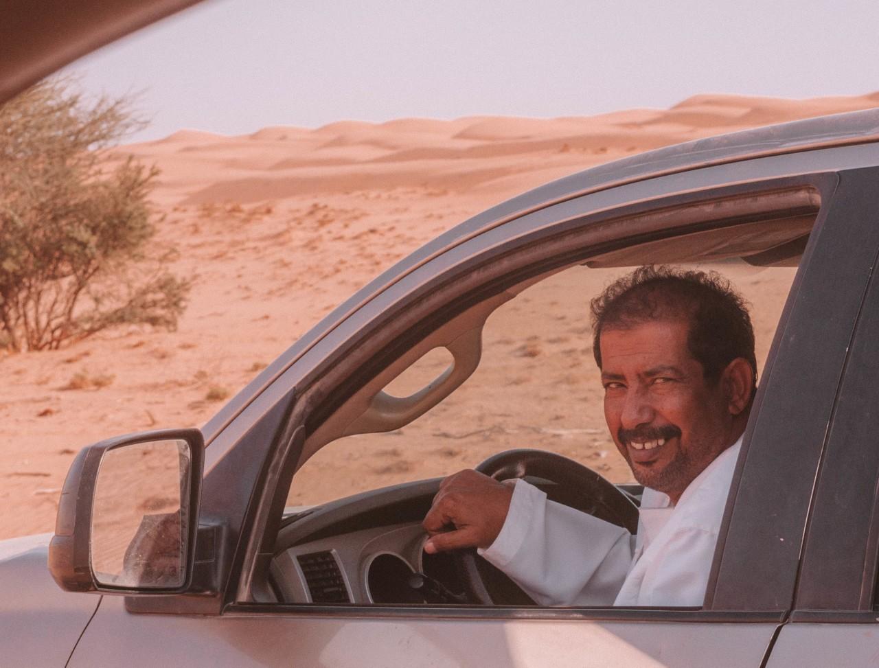 Croiser des inconnus dans le désert et se retrouver à partager un thé