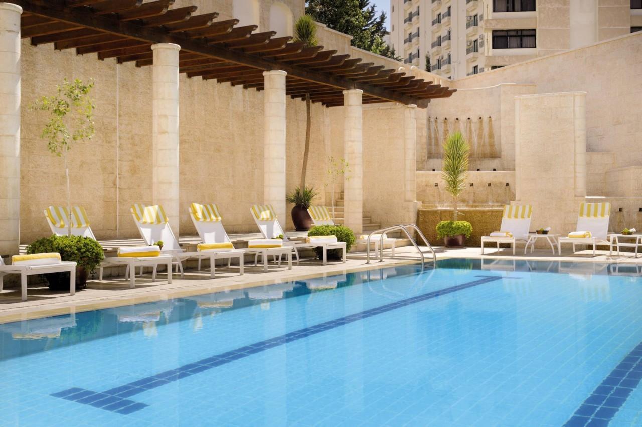 La piscine du Movenpick hôtel à Pétra