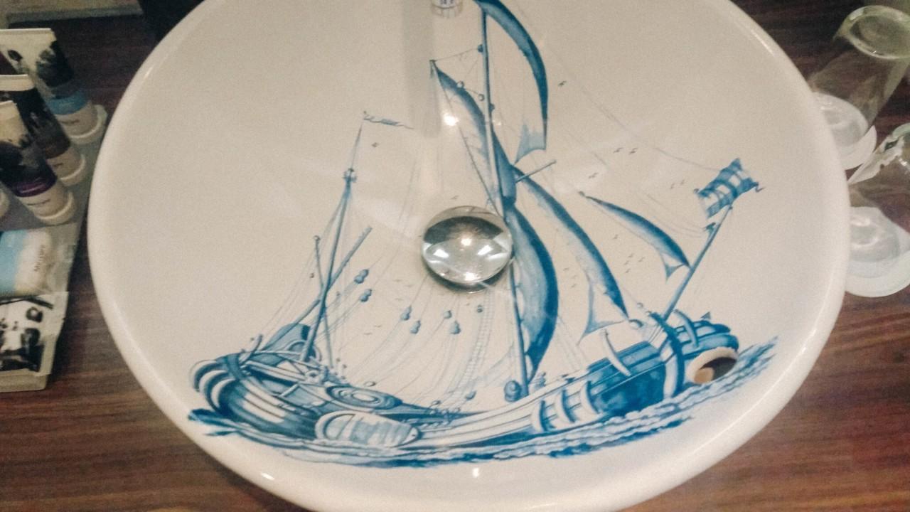 Porcelaine de Dwerf dans la salle de bain
