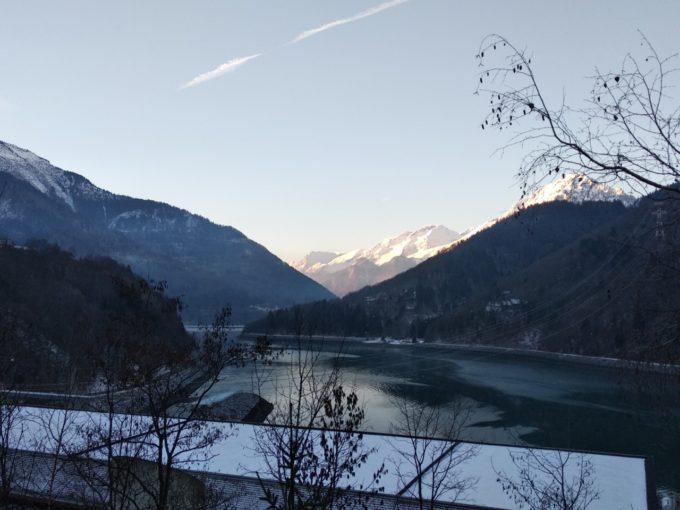 Le lac avant d'entamer la grimpée vers Vaujany