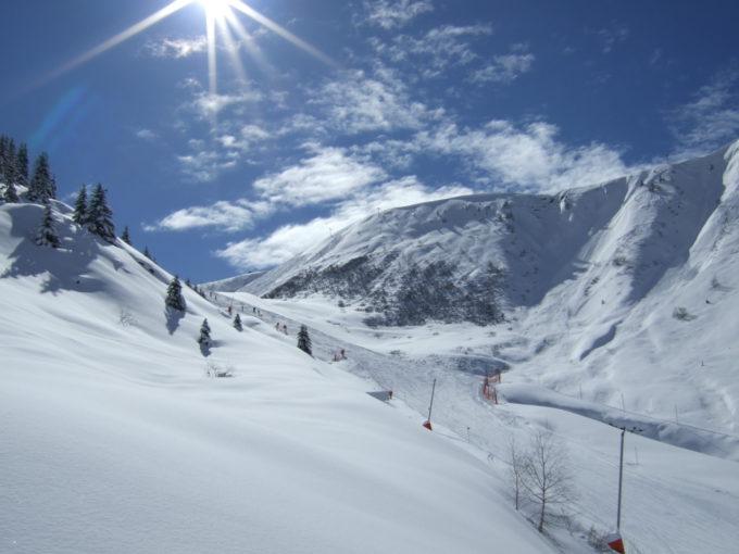 Ski piste dans les alpes