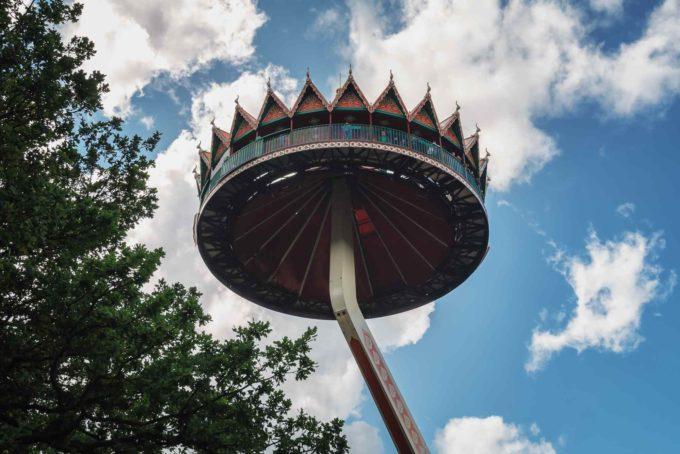 La pagode Thaïe avec une vue imprenable sur le parc d'en haut