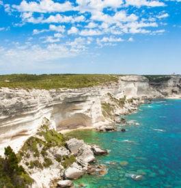 Depuis la côte à Bonifacio en Corse