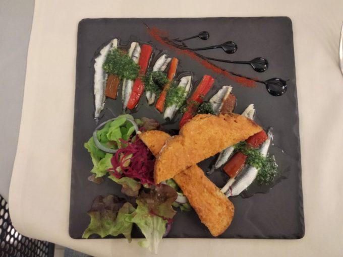 Les anchois locaux préparés au Jardin de Collioures