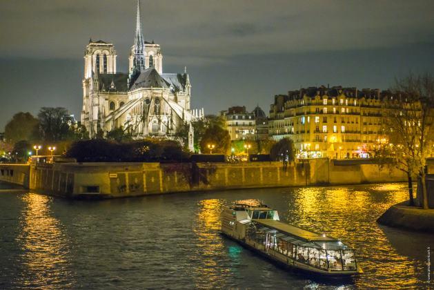 La cathédrale Notre Dame de Paris splendide en bateau DP : La Marina Paris