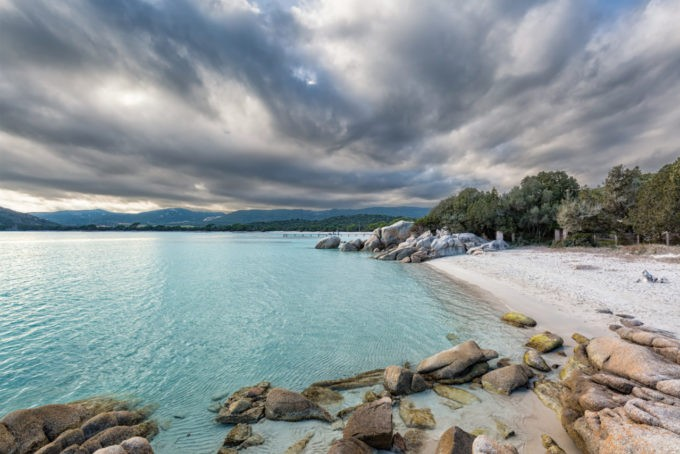 Naviguer en Corse et découvrir des criques sauvages