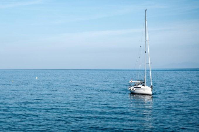 Louer un voilier et partir naviguer en Corse