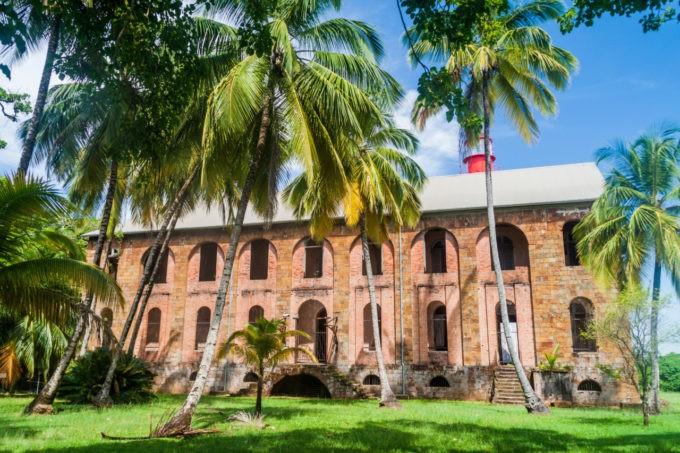Bâtiment, vestige des bagnes des îles du Salut en Guyane