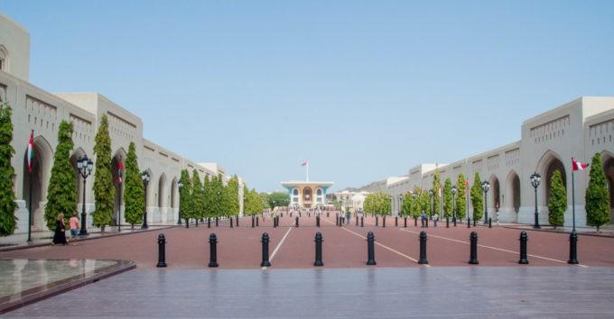 Sur la place du palais royal