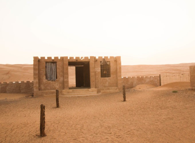 L'entrée de notre éco lodge au coeur des dunes de sable