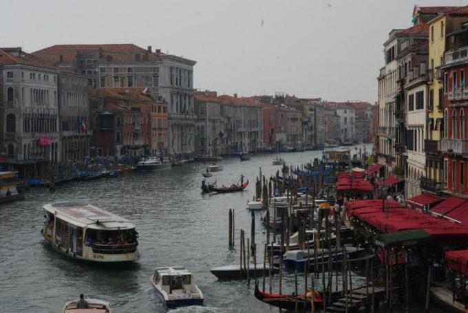 Les gondoles depuis le pont Rialto