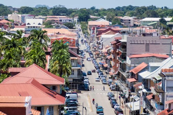 La rue centrale de Cayenne