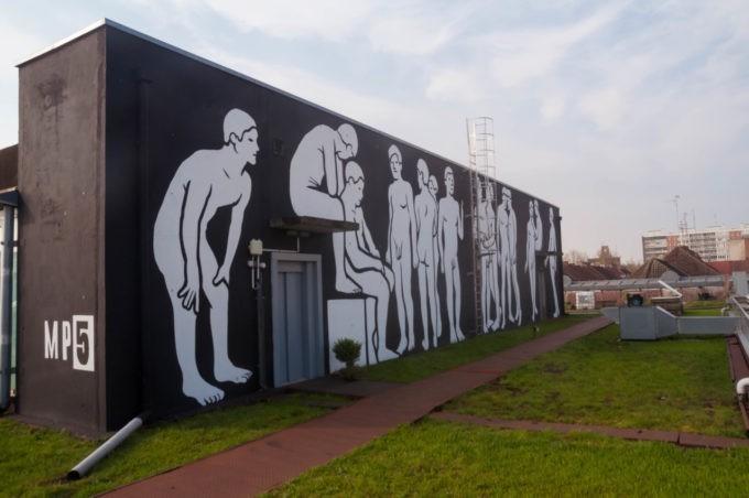 Les murs ont également été le terrain de jeux de jeunes graffeurs à la Condition Publique à Roubaix