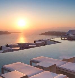 coucher de soleil sur la caldéra grecque