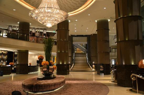 Dans le lobby de l'hôtel Intercontinental