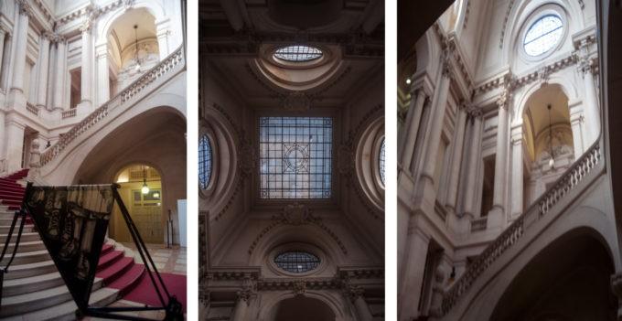 Dans le hall de la mairie de Roubaix