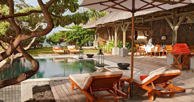 L'espace piscine privée du Constance Prince Maurice