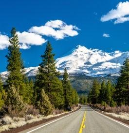 Route vers les monts Shasta et Shastina en Californie