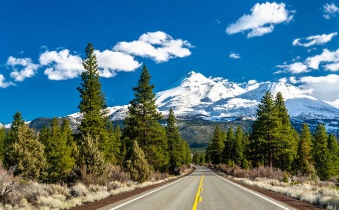 Route vers les monts Shasta et Shastina en Californie aux USA