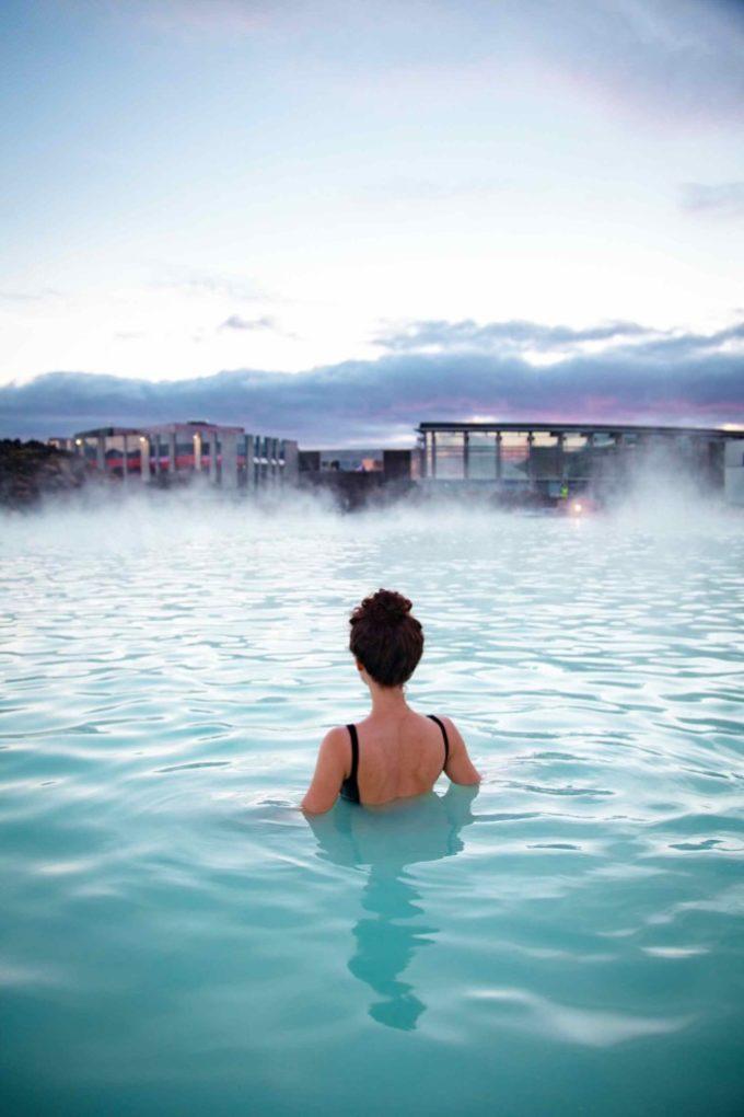 De dos au Blue Lagoon en Islande